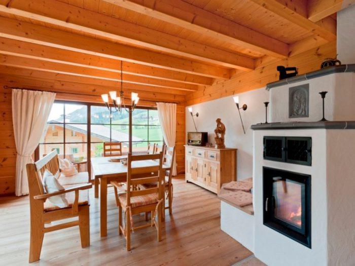 Дизайн кухни в деревянном доме - 40 фото красивых решений